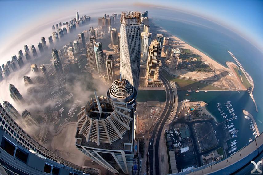 Как километровые небоскребы не падают?