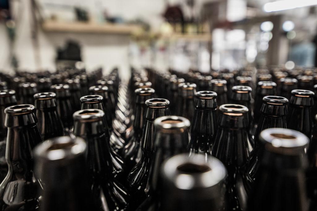 Как построить дом, где главным строительным материалом будет бутылка из под пива
